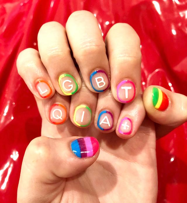 画像1: NAILS by MEIさんはInstagramを利用しています:「Pride nails ❤️ #nailsbymei @eroseaziza #pride #handpainted #gelnails #nailart」 www.instagram.com