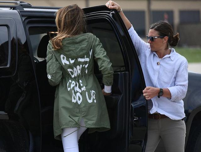 画像1: メラニア夫人の「どうでもいい」に対抗「マジで心配」ジャケットが完売
