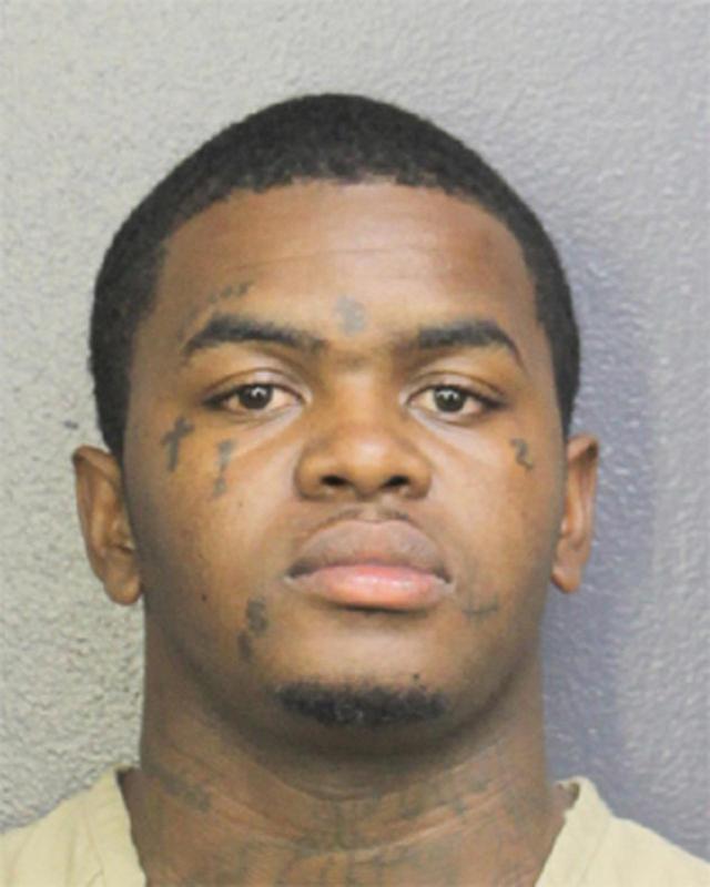 画像1: 20歳ラッパーXXXTentacionの射殺事件、顔面タトゥーの男を逮捕