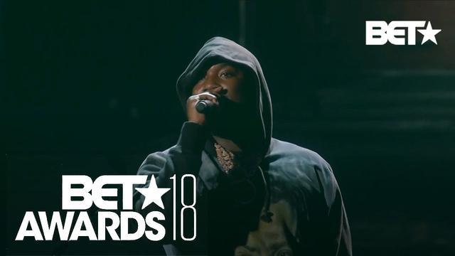 "画像: ""Stay Woke""! Meek Mill & Miguel In An Emotional Police Brutality Live Performance 