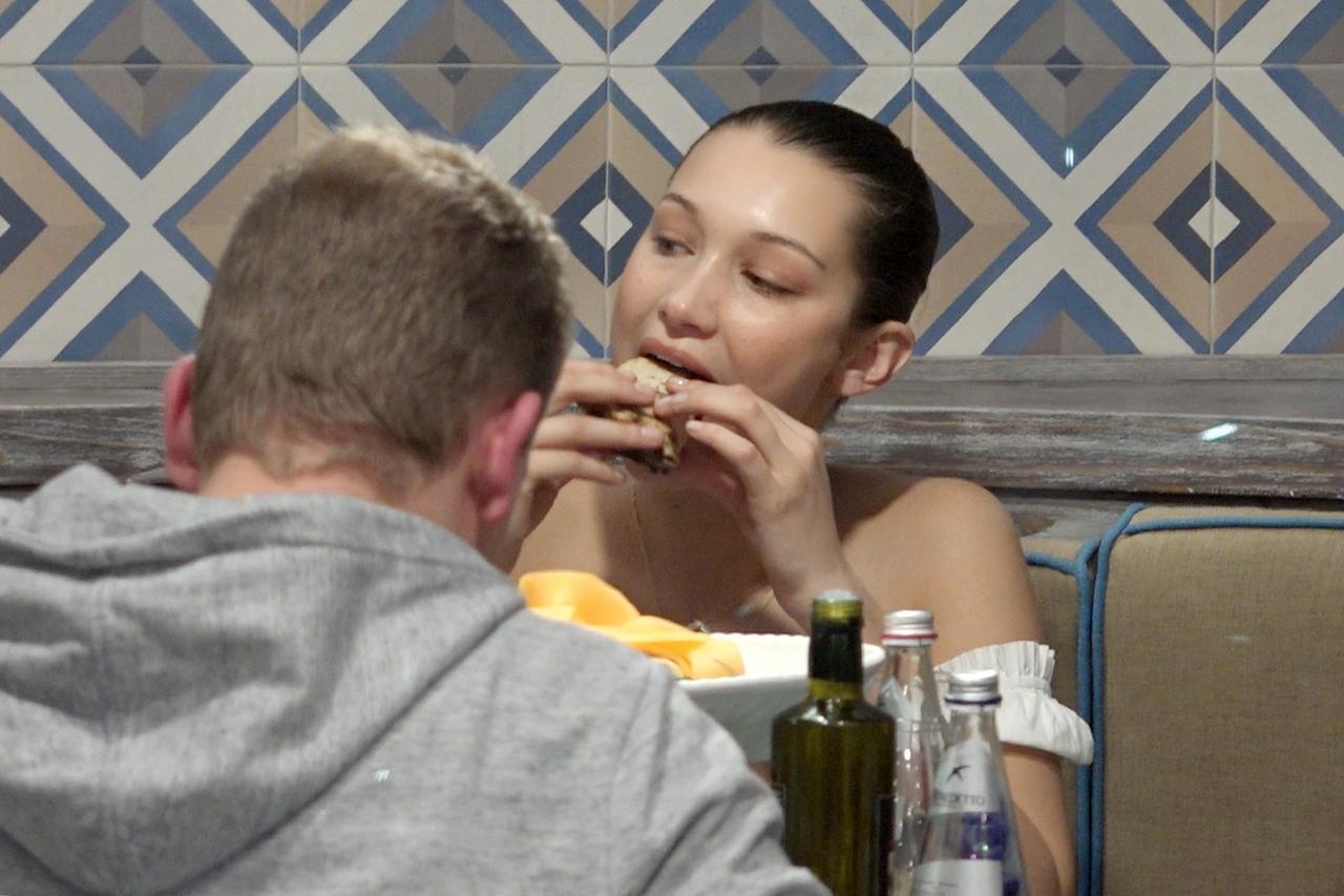 画像: ベラ&ジジ・ハディッドの「大好きな食べ物」に親近感沸きまくる