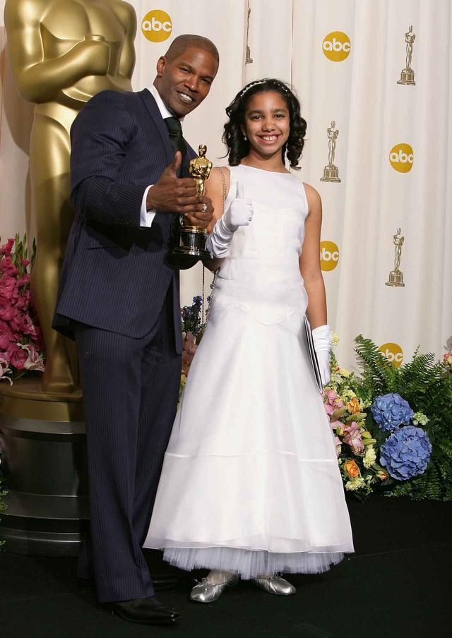 画像: 2004年のアカデミー賞で主演男優賞を受賞した時もコリーンを同伴したジェイミー。