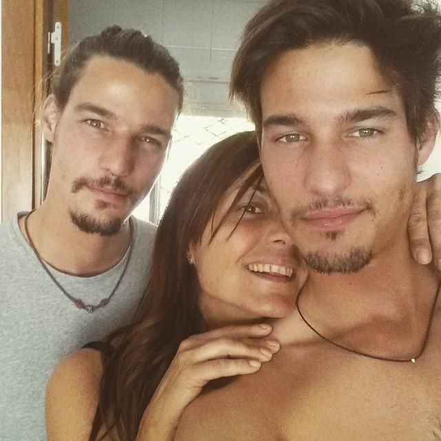 画像1: edu romanさんはInstagramを利用しています:「con mis personas favoritas.. porque lo que de verdad importa es lo que mas cerca tienes :) feliz sabado a todos familia #sun #happy #family…」 www.instagram.com