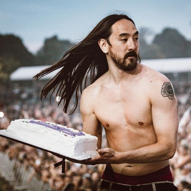 画像1: Steve AokiさんはInstagramを利用しています:「What's perfect for a nice summer day? A good cake to the face! Tag ur ride or die that needs a #cakeface @cakefaceseries」 www.instagram.com