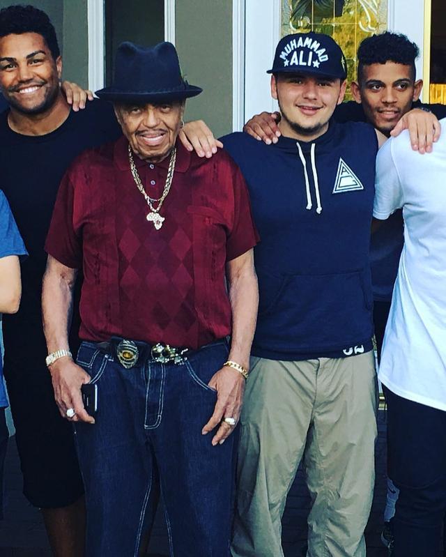 """画像1: Prince Jackson on Instagram: """"This man is and always will be an example of sheer willpower and dedication. He didn't choose the path that was the easiest but he choose…"""" www.instagram.com"""