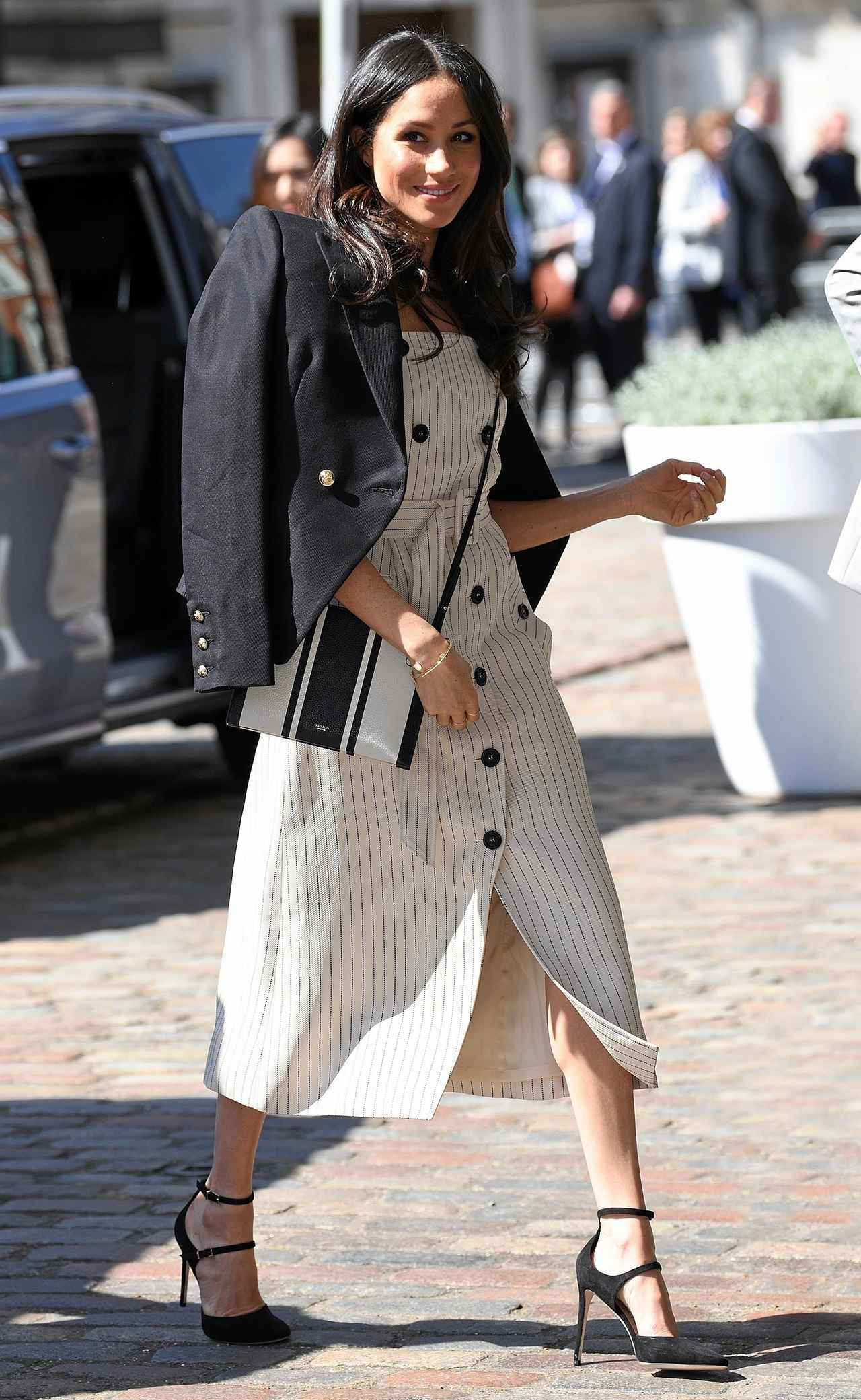 画像3: メーガン妃がいつも「サイズの合っていない靴」を履いている理由