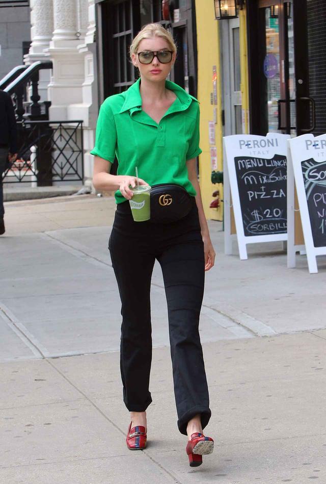 画像: エルザ・ホスク流、夏に着こなす「ビビッドグリーン」の攻略法