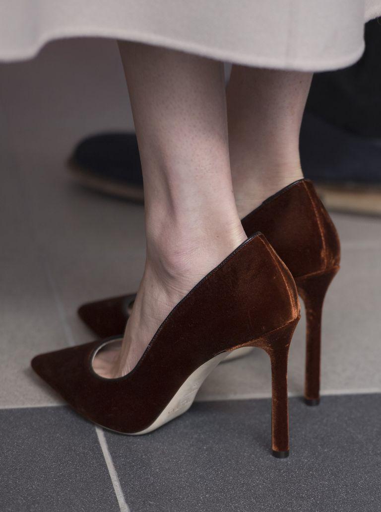 画像1: メーガン妃がいつも「サイズの合っていない靴」を履いている理由