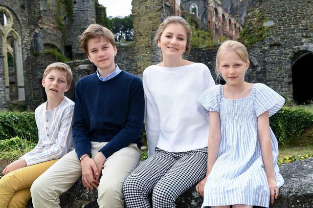 画像: 左から次男エマニュエル王子(12)、長男ガブリエル王子、長女エリザベート王女(16)、次女エレオノー王女(10)。