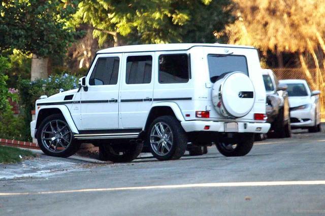 画像: セレーナ宅の前に停められたジャスティンの愛車。