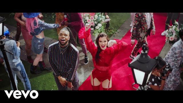 画像: MNEK - Colour (Official Video) ft. Hailee Steinfeld www.youtube.com