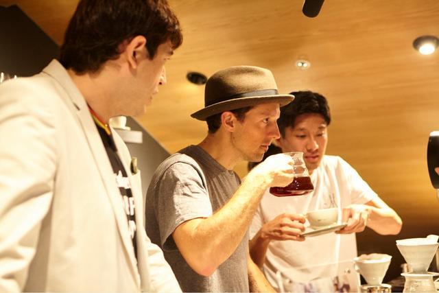 画像2: ジェイソン・ムラーズが渋谷のバリスタに!ファンイベントを開催