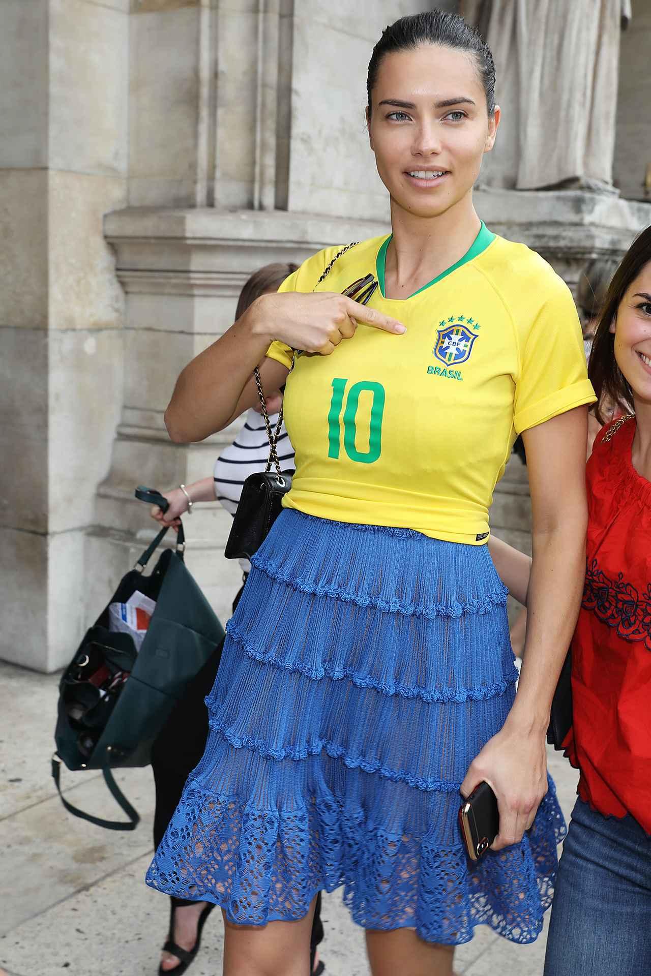 画像3: アドリアナ・リマ、ある方法でサッカーブラジル代表愛を炸裂させる