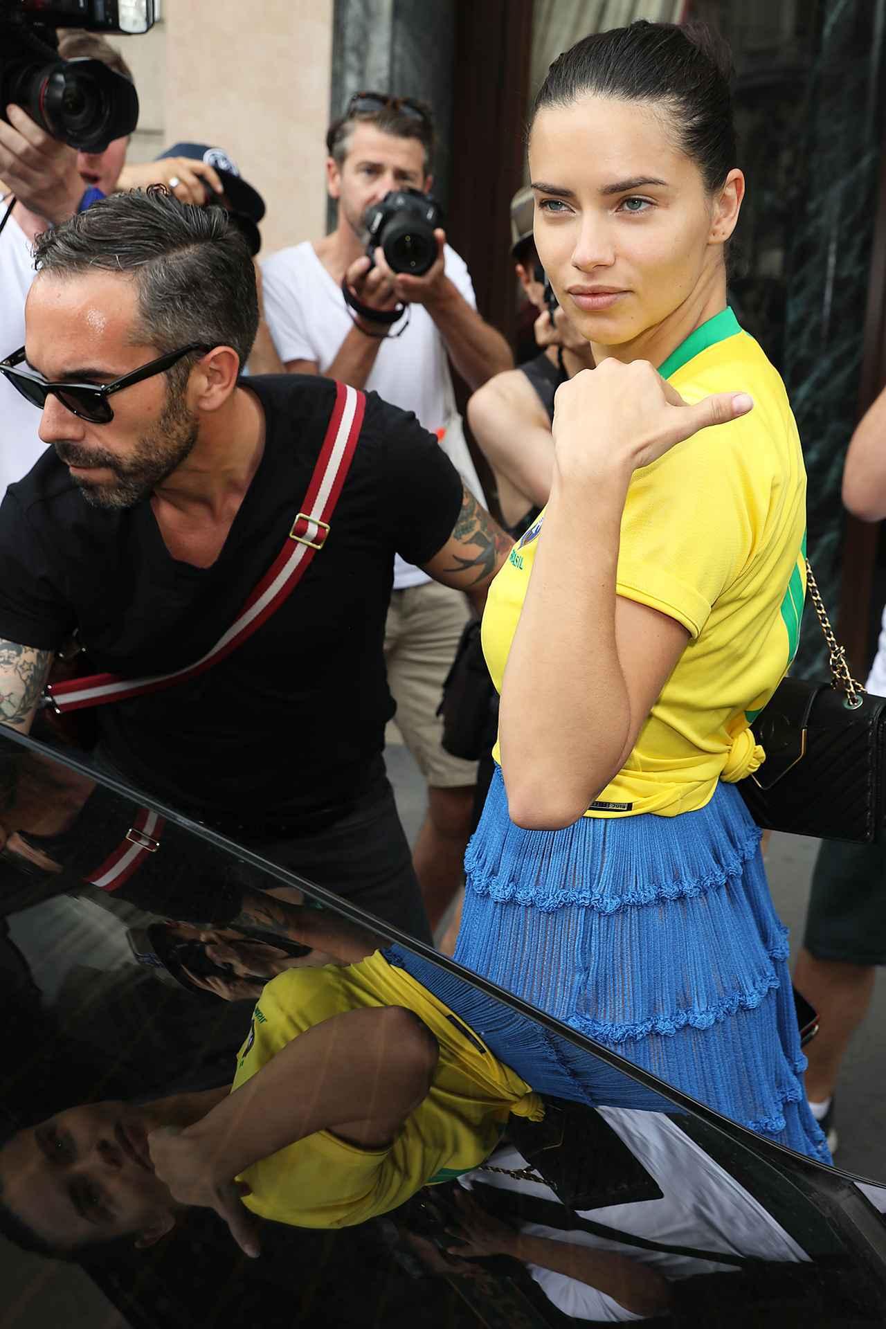 画像2: アドリアナ・リマ、ある方法でサッカーブラジル代表愛を炸裂させる