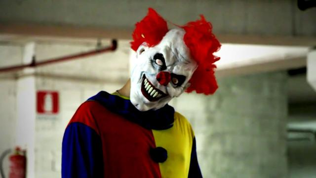画像: Killer Clown Returns Scare Prank! www.youtube.com