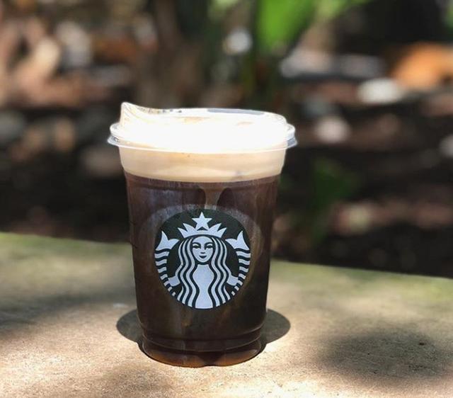 画像: 直接口をつけて飲むことができる「シッピーカップ・リッド」。以前からアメリカ国内の約1,400店舗で提供されてきたが、一般的にはあまり馴染みがなかった。 www.instagram.com
