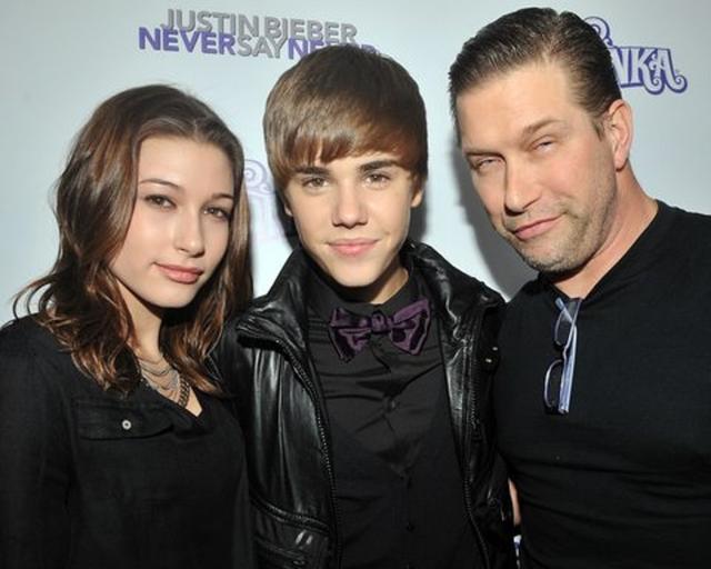 画像: 2011年公開のジャスティンの3Dドキュメンタリー映画『ネヴァー・セイ・ネヴァー』のプレミアに駆けつけた当時14歳のヘイリーとスティーヴン。