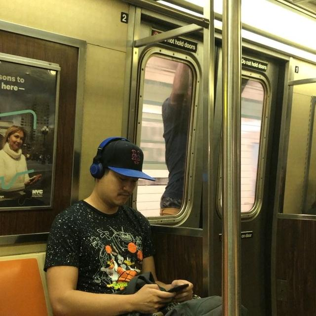 画像1: Matthew BearyさんはInstagramを利用しています:「Classic NYC craziness. Why ride inside the car when you can level up your urban surfing skills? Had to post the full video to prove he was…」 www.instagram.com