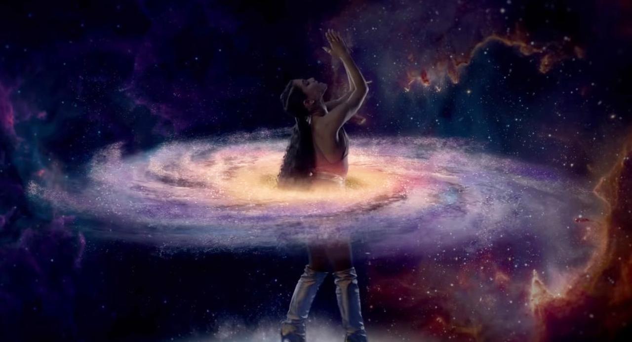 画像: シーン1:銀河系でフラフープ