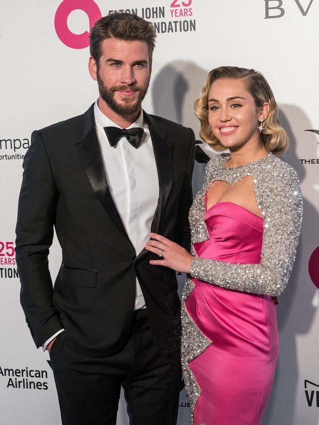 画像: マイリーとリアムは、2009年に映画での共演がきっかけで交際をスタート。2012年に一度婚約したものの、2013年に破局。その後、2015年末に復縁し、再度婚約した。