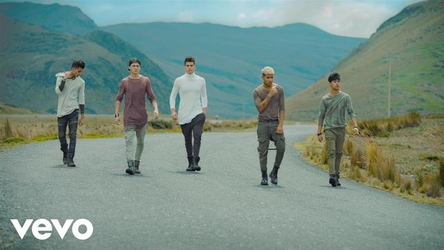 画像: CNCO - Mamita (Official Video) www.youtube.com