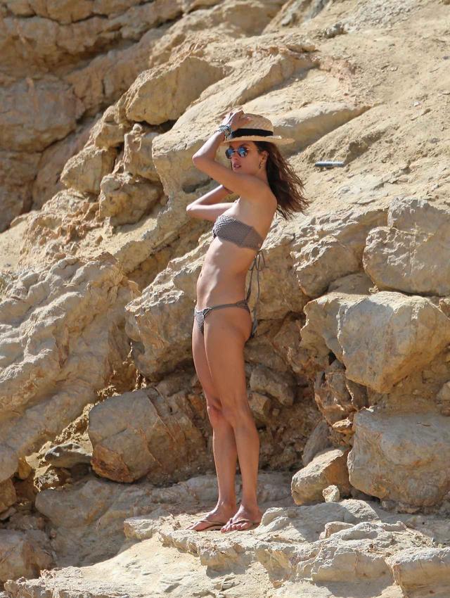 画像6: アレッサンドラ・アンブロジオの美しい水着姿が撮影のよう