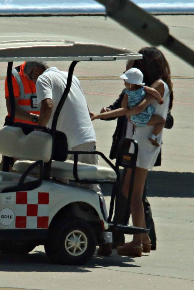 画像2: ジョージ・クルーニー、交通事故後初めて家族と出歩く姿をパパラッチ