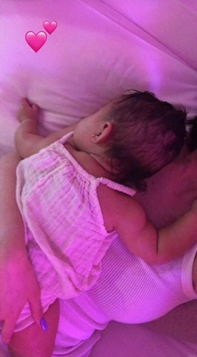 画像: カイリー・ジェンナーの娘との可愛すぎる動画に批判殺到、その理由は?