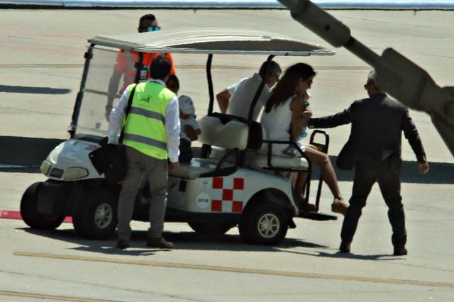 画像1: ジョージ・クルーニー、交通事故後初めて家族と出歩く姿をパパラッチ
