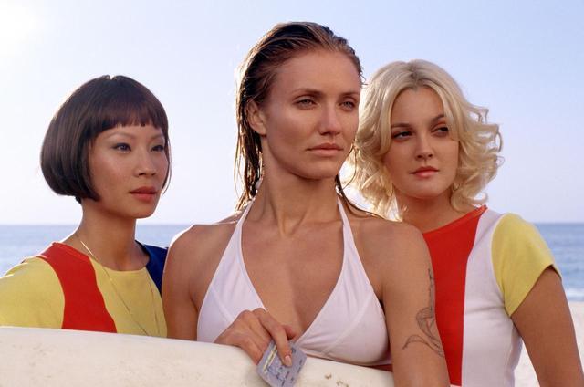 画像: 映画『チャーリーズ・エンジェル』から。(左から)ルーシー・リュー、キャメロン・ディアス、ドリュー・バリモア。