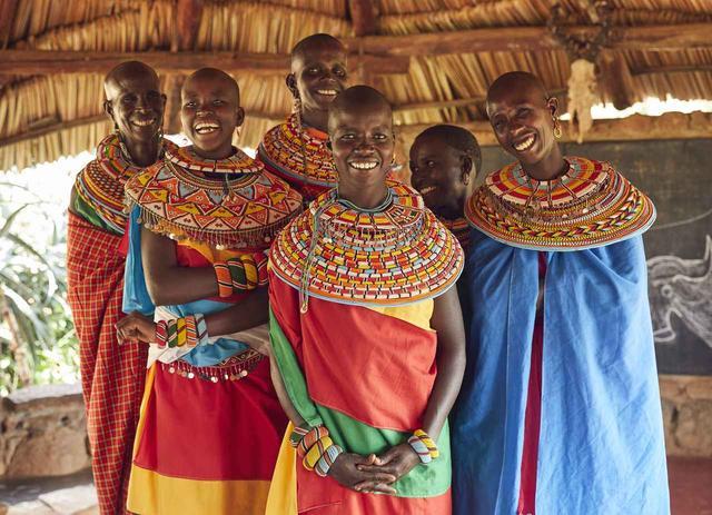 画像: ケニア北部に住むサンブル族の人々は、ゾウと特別に深い関係を持ち、ゾウの保護に携わる組織「セーブ・ザ・エレファント」と緊密に協力し合っている。