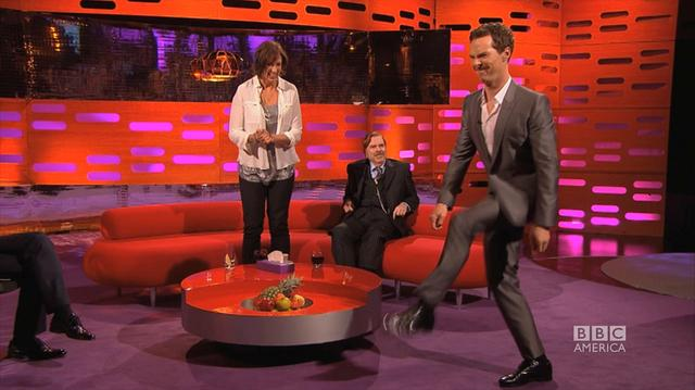 画像: Benedict Cumberbatch does Beyonce's 'Crazy in Love' Walk - The Graham Norton Show on BBC America youtu.be