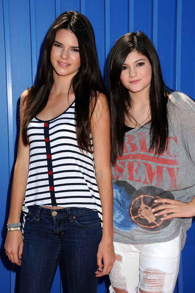 画像: 2010年のケンダル(15)とカイリー(13)。