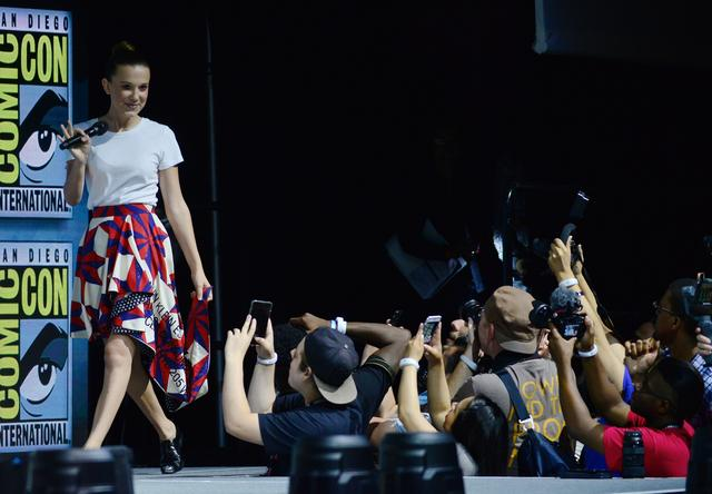 画像: 14歳女優ミリー・ボビー・ブラウンの「逆さまアイシャドウ」が大好評