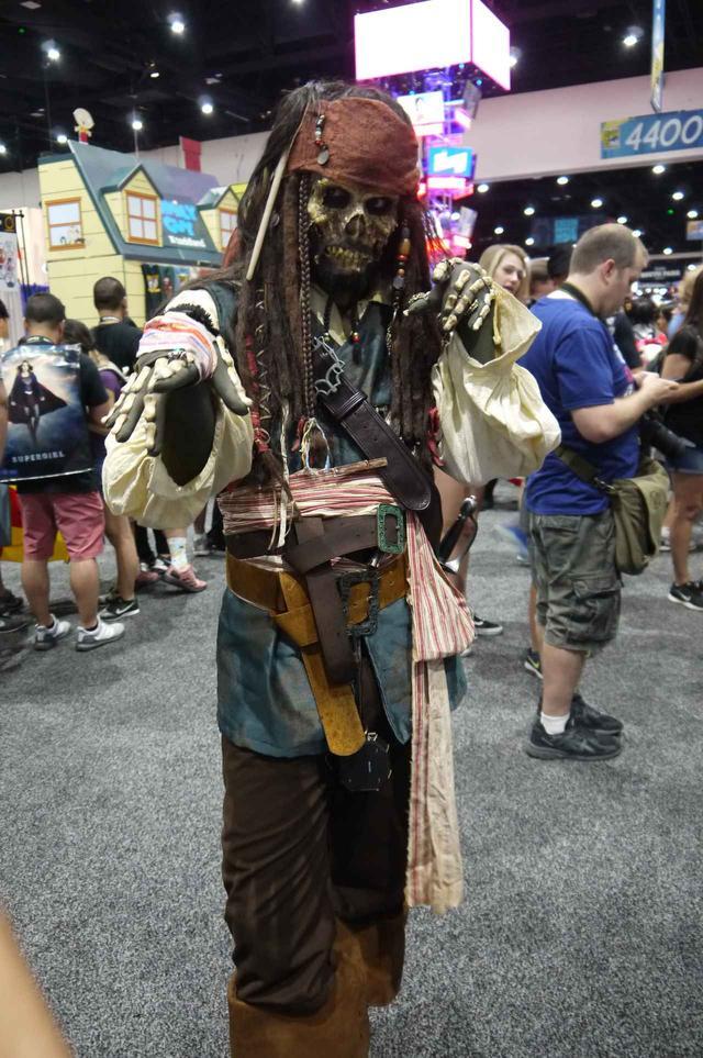 画像: ゾンビになった映画『パイレーツ・オブ・カリビアン』のジャック・スパロウ。ゾンビになりきっているのか、話しかけても返答してくれなかった。