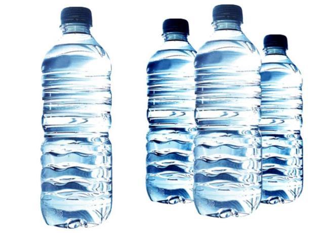 画像1: 水のボトルを数本準備して…