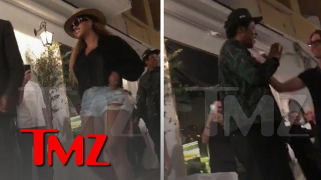 画像: Jay-Z and Beyonce Get Standing Ovation Leaving Restaurant in Italy | TMZ www.youtube.com