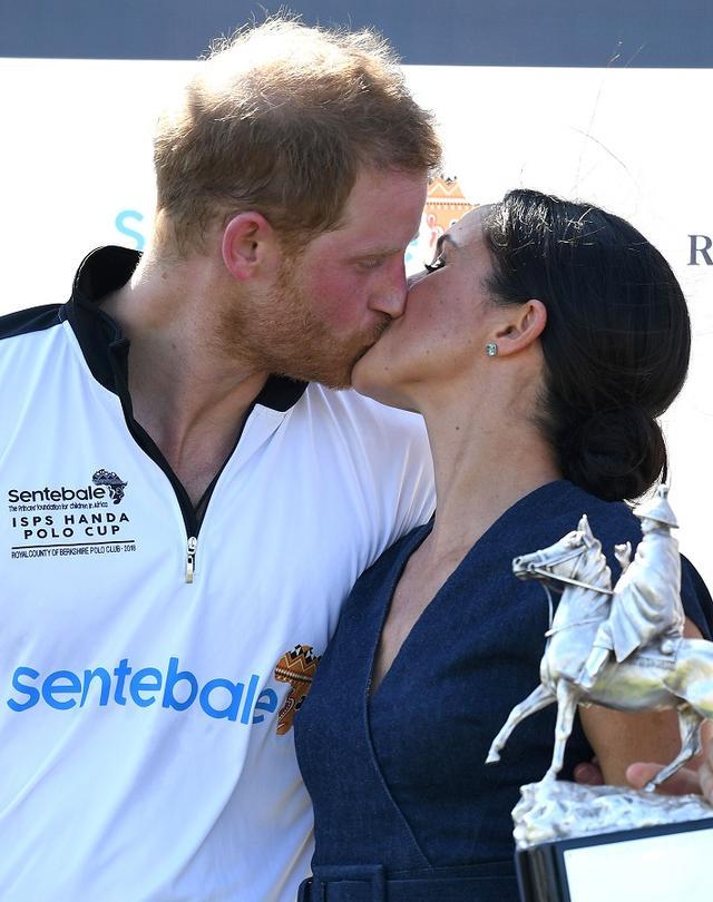 画像5: ヘンリー王子に「ご褒美キス」