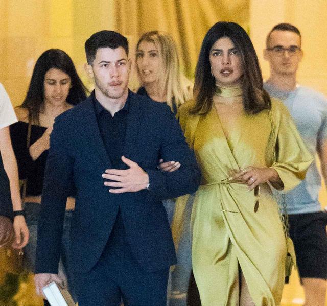 画像: 先月には、ニックのいとこの結婚式に2人で出席していた。
