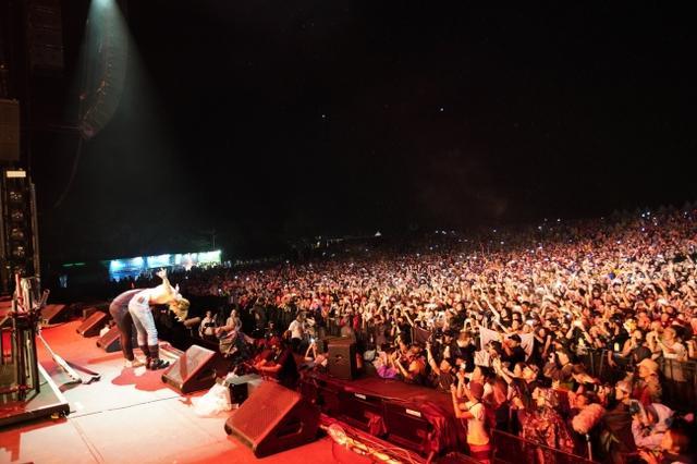 画像5: スクリレックスのフジロックのステージにYOSHIKIサプライズ登場!写真アリ