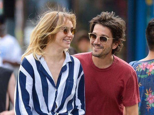 画像: 2017年7月、ディエゴとニューヨークで手つなぎデート中のスキ。
