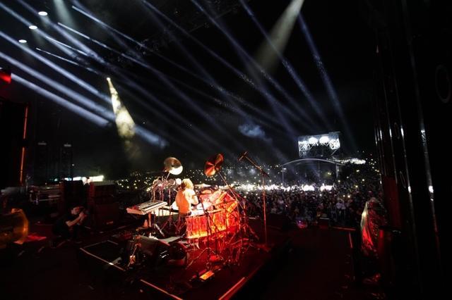 画像1: スクリレックスのフジロックのステージにYOSHIKIサプライズ登場!写真アリ