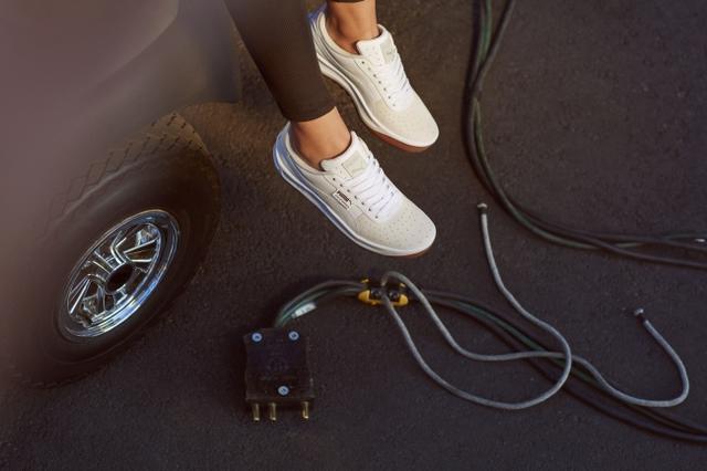 画像2: セレーナ・ゴメスが着る、プーマの新作「カリフォルニアEXOTIC」