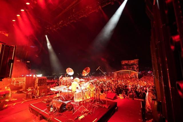 画像2: スクリレックスのフジロックのステージにYOSHIKIサプライズ登場!写真アリ