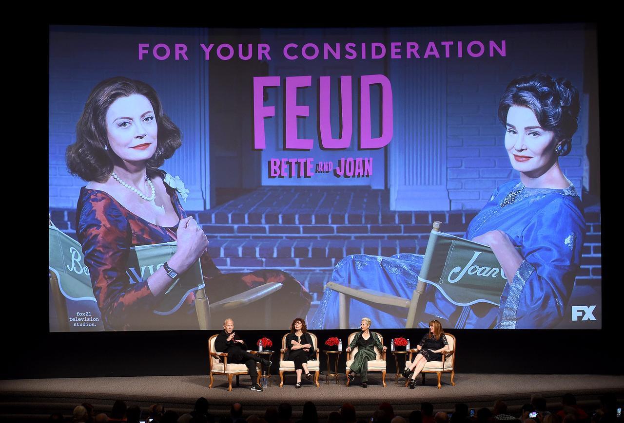 画像: 実在の大女優の不仲を描いた『フュード/確執 ベティ vs ジョーン』の試写会でトークするライアン(左)。