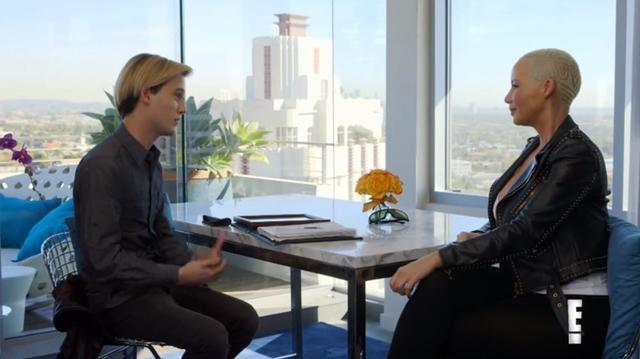 画像: タイラーに「ラッパーはやめておけば?」とアドバイスされると、ラッパーのウィズ・カリファと離婚したアンバーは「私だってゴメンだわ」と笑った。©2018 E! Entertainment TV LLC. All right reserved.