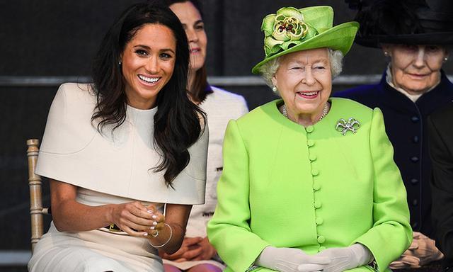 画像: メーガン妃とエリザベス女王もすっかりと打ち解けているよう。