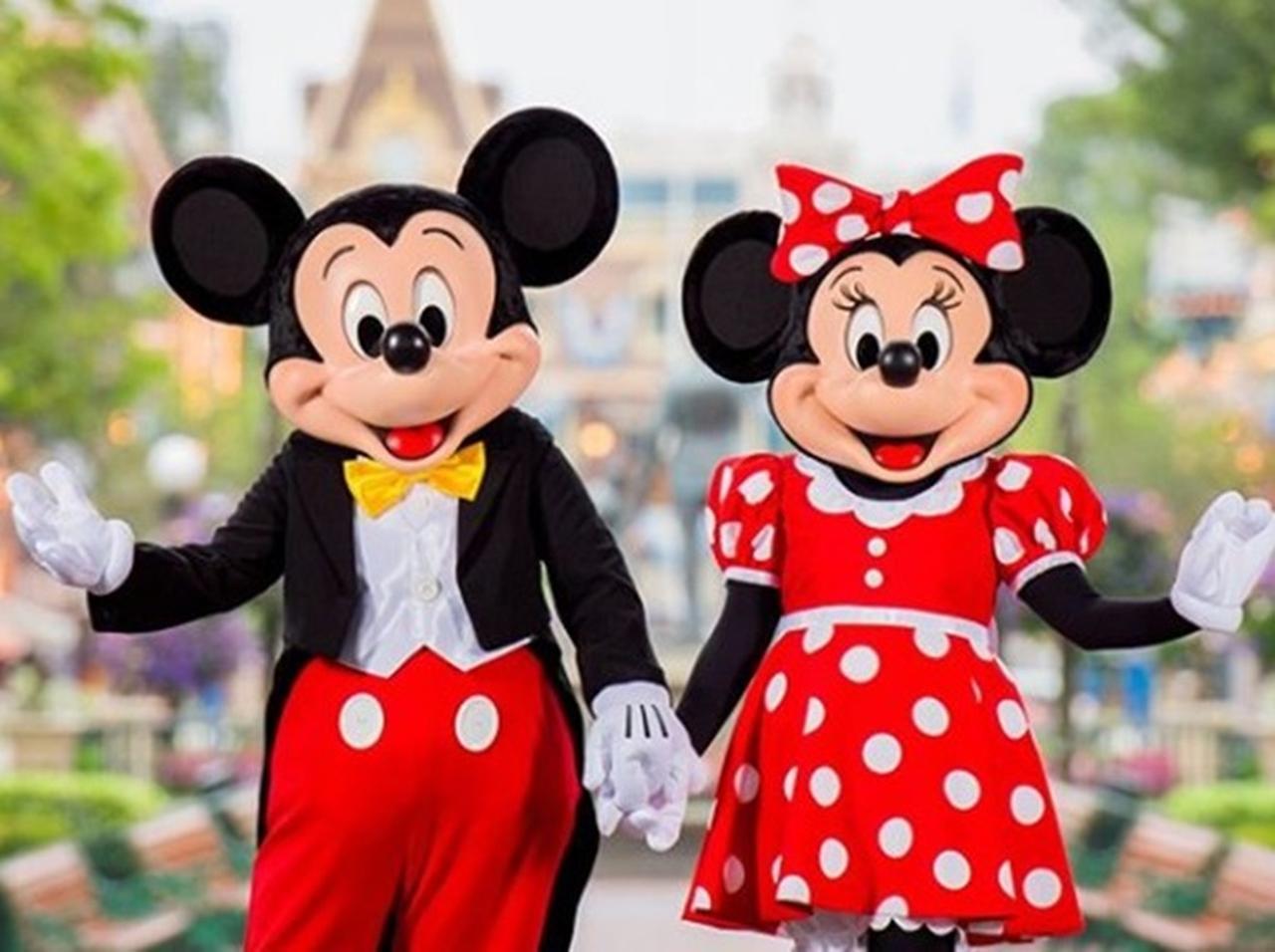 ディズニーランドで男性がミニーにプロポーズ!それを見たミッキーが取っ