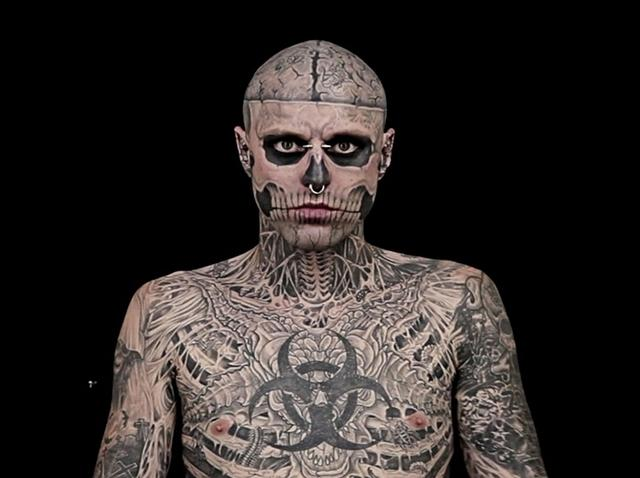 全身タトゥーで大ブレイクしたリック・ジェネストが自殺