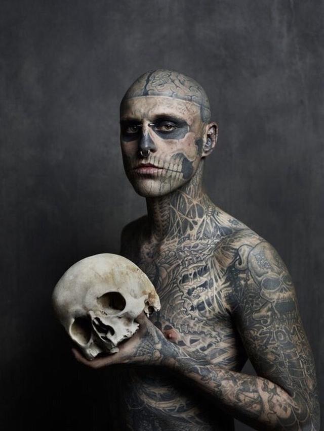 全身タトゥーの「ゾンビボーイ」事故死の可能性も、レディー
